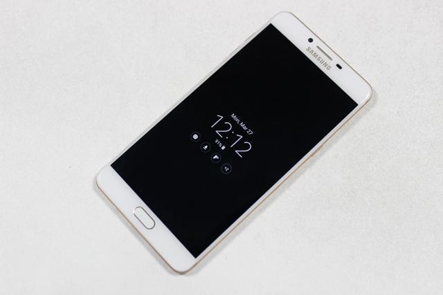 Đã mê game trên điện thoại thì không thể bỏ qua smartphone cấu hình siêu khủng vừa ra mắt này