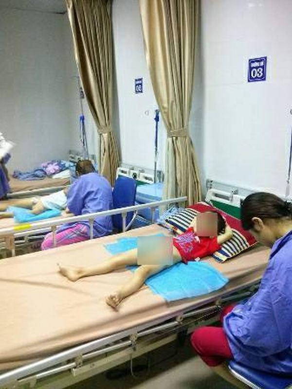 61 trẻ bị sùi mào gà nghi do nong, cắt bao quy đầu