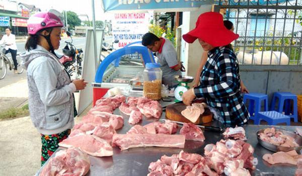 Giá lợn (heo) ngày 12.10: Hộ nhỏ bỏ chuồng, doanh nghiệp FDI tăng đàn, lộ dấu hiệu thâu tóm ngành chăn nuôi lợn?