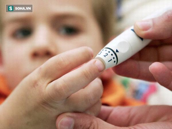 Sững sờ con 3 tuổi đã mắc tiểu đường: BS cảnh báo trẻ khát nước, tiểu nhiều phải đi khám