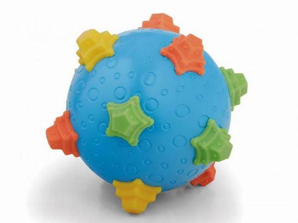 Đồ chơi Toy R Us đã thu hồi hàng ngàn đồ chơi trẻ sơ sinh vì nguy cơ một số mảnh vỡ có thể bị tháo rời và gây nghẹt thở nguy hiểm cho trẻ sơ sinh.