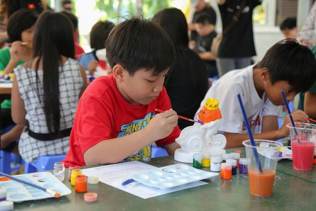 Cách hay để tránh nhiễm chì cho trẻ chơi tô tượng