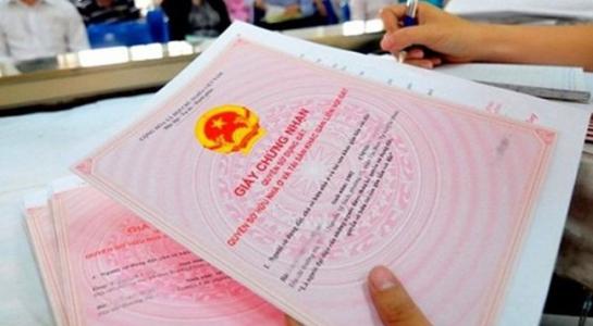 Bộ Tư pháp đề nghị tạm ngưng hiệu lực quy định ghi tên người thân vào sổ đỏ