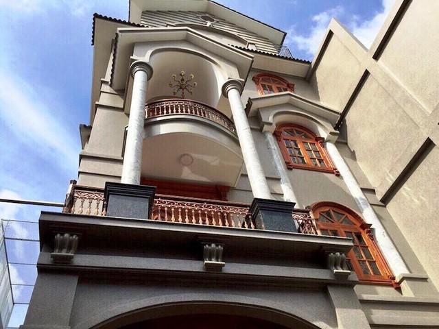 Căn biệt thự nằm trong hẻm số 14 đường Thân Nhân Trung (quận Tân Bình) được rao bán 55 tỷ đồng