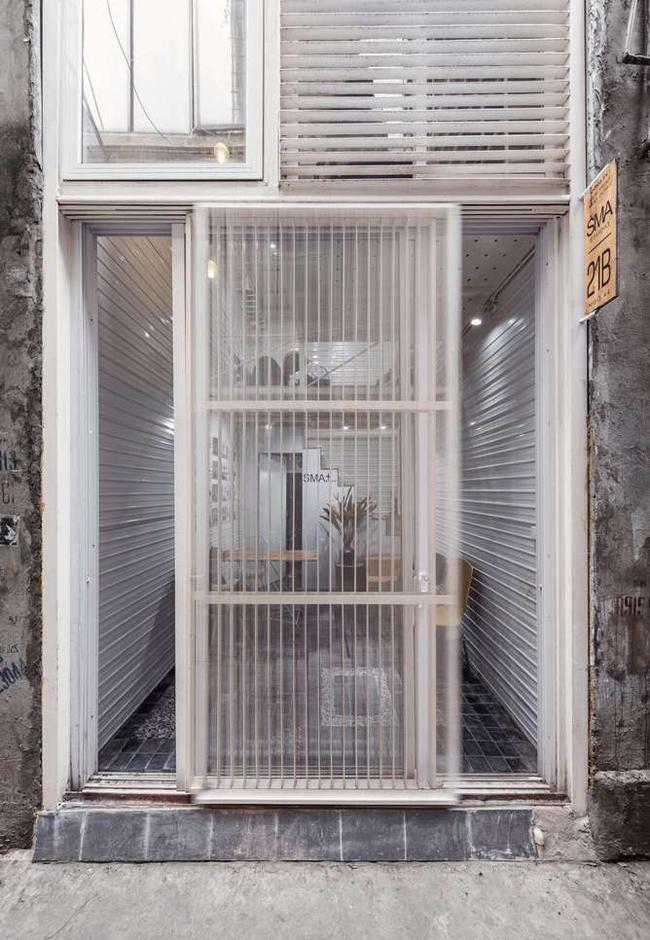 Nhà siêu mỏng xây không mất viên gạch nào ở Hà Nội khiến báo Tây cũng choáng