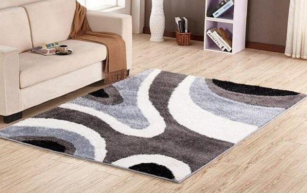 Thảm trải sàn vừa có tác dụng khiến căn nhà bạn thêm ấm cúng đồng thời góp phần bảo vệ đôi chân các thành viên gia đình bạn hiệu quả.