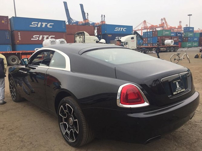lo-dien-chu-nhan-xe-sang-rolls-royce-gia-23-ty-vua-cap-cang-hai-phong