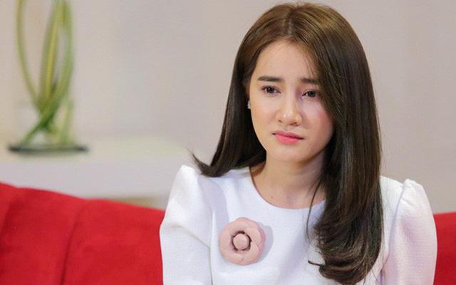 Nhã Phương trực tiếp tới gặp BTC Mai Vàng để xin lỗi vì vụ Trường Giang cầu hôn.